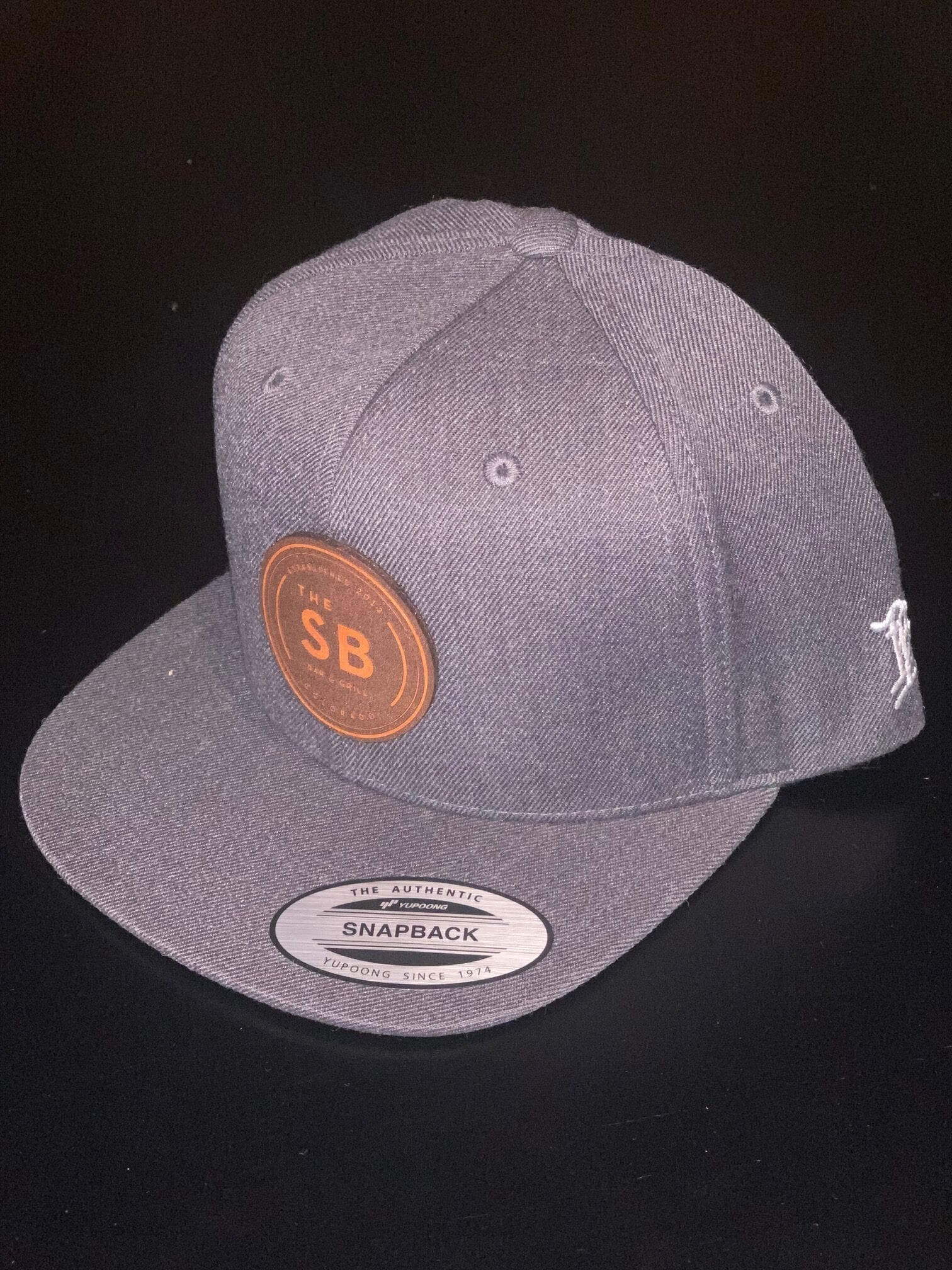 Grey Branded Bills snapback with leather logo